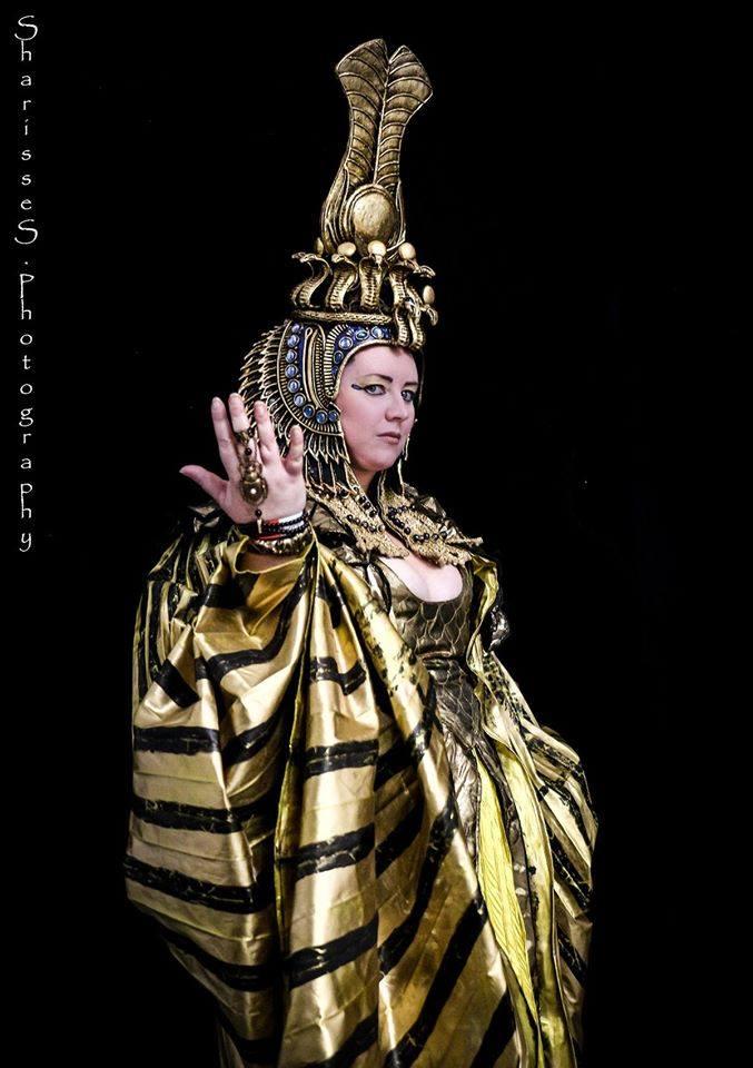 Helene in her Cleopatra headdress