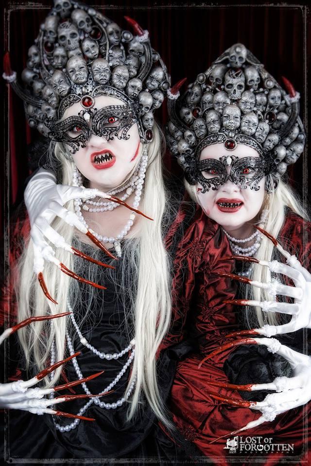 Twin Haunters crowns