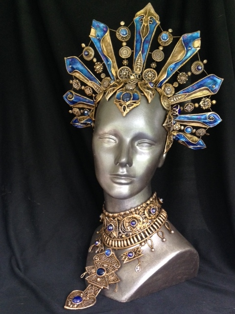 Queen of the Damned crown and collar